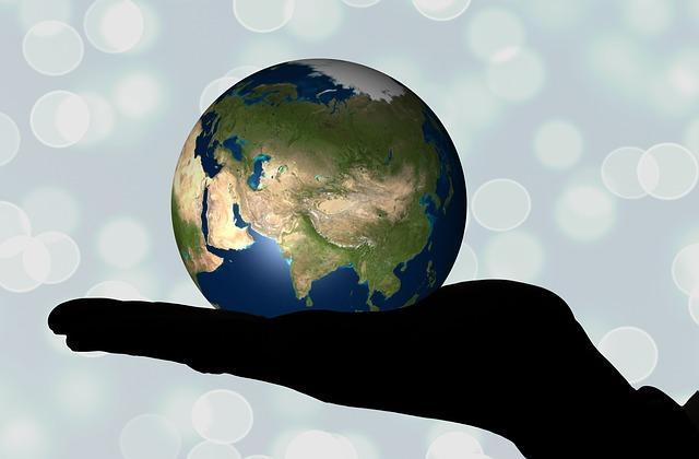 Hand mit Globus